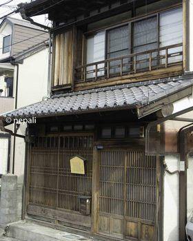 DSC_3965美しい格子戸の家.jpg