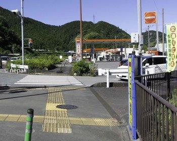 DSC_4367ガソリンスタンドの裏を進む.jpg