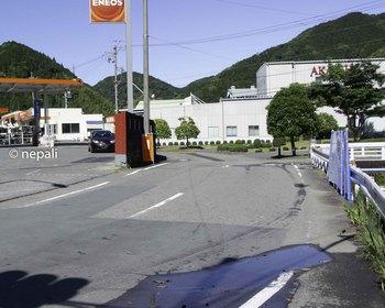 DSC_4368ガソリンスタンドの裏を進む.jpg